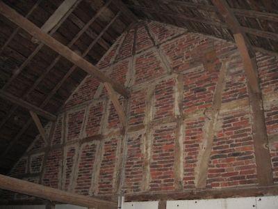 Ausbau einer alten Scheune mit neuen Deckenbalken und Dachfenster II