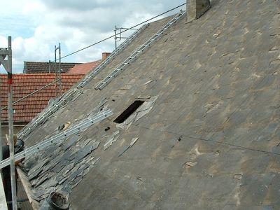 Umbau eines alten Dachstuhls mit Gaube und neuen Ziegeln VIIII