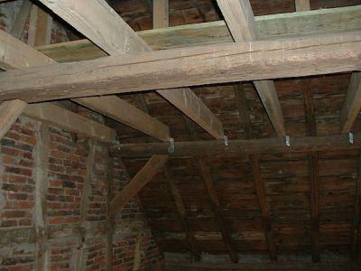 Ausbau einer alten Scheune mit neuen Deckenbalken und Dachfenster IV
