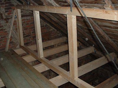 Ausbau einer alten Scheune mit neuen Deckenbalken und Dachfenster VII