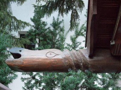 Detail Drachenkopf an Regenrinne