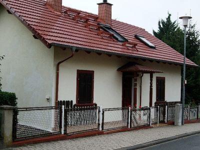 Dach und Eingang mit Vordach