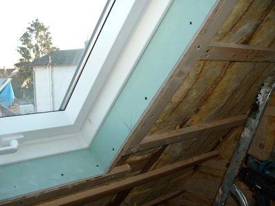 Innenausbau: Holzrahmenbau mit Isolierung und Rigips IV