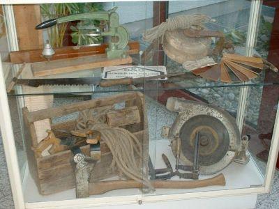 Ausstellung historischen Handwerkszeugs im Rathaus